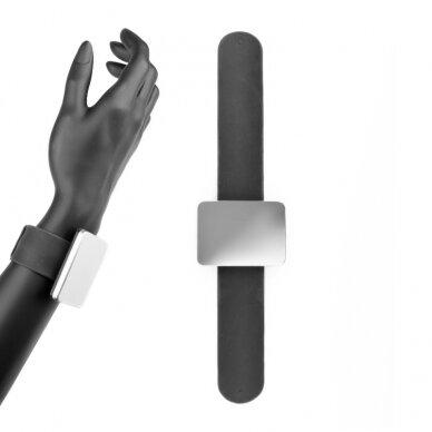 Magnetas ant riešo segtukams